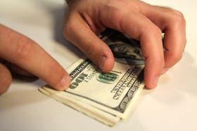 El dólar informal retrocede hoy