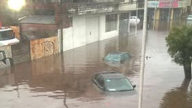 Calles anegadas y daños en Tandil por un temporal