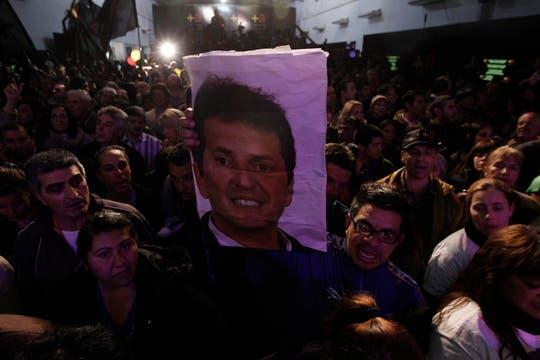 """El massismo armó una fiesta para todos los presentes; cánticos de cancha, globos y banderas, muchas fórmulas """"+ a"""" y un recital de Damas Gratis, coronaron la velada. Foto: LA NACION / Fabián Marelli"""