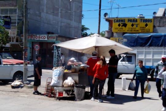 """En una de las plazas de González Catán sube el precio del """"chori"""": 12 pesos. Foto: LA NACION / Iván Ruiz"""