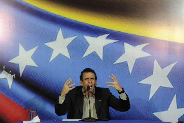 El opositor Capriles también inscribirá su candidatura esta tarde