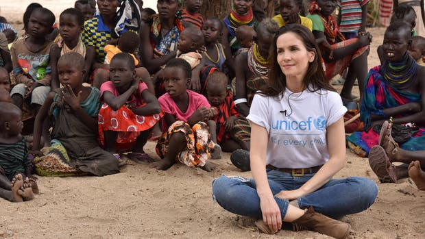 Natalia Oreiro durante su visita a Kenia