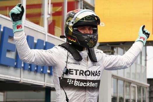El piloto alemán de Mercedes ganó en su país y amplió la diferencia en el campeonato de F1. Foto: Reuters