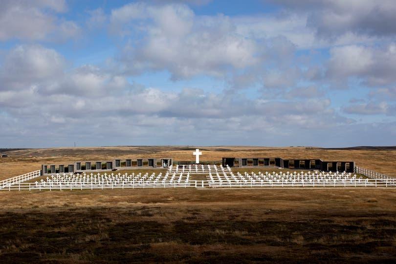 Cementerio de Darwin, donde se encuentran enterrados soldados argentinos. Foto: LA NACION / Rodrigo Néspolo