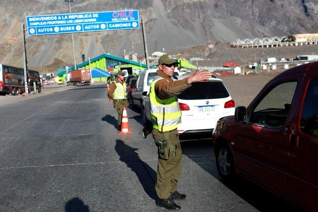 Uno de los controles policiales en la frontera con Chile