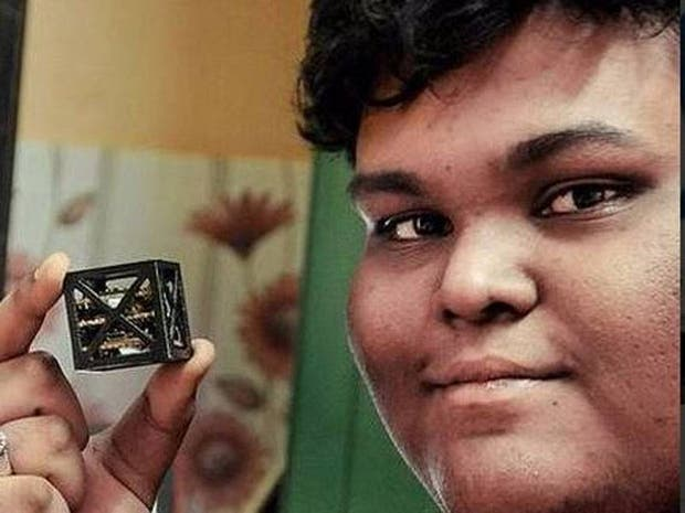 Un joven indio de 18 años diseñó el satélite más pequeño del mundo