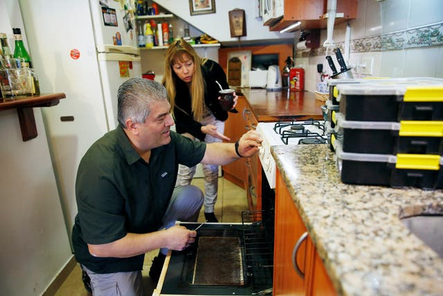 Fabio Carabajal, de Maridos a Domicilio, soluciona problemas en la casa de Silvana Cisterna