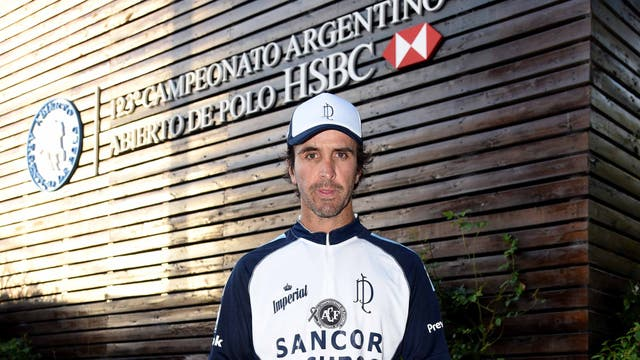 Pablo Mac Donough pasó por la casa HSBC tras el triunfo de La Dolfina.