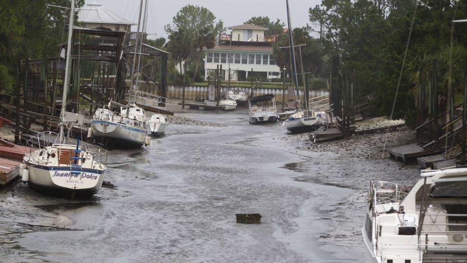 El paso de Irma también provocó una baja de agua en las costas y varios barcos quedaron encallados . Foto: AFP