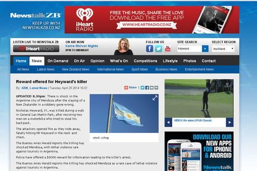 News Talk, de Nueva Zelanda destaca que la policía ofrece una recompensa para quien ofrezca información sobre los asesinos.