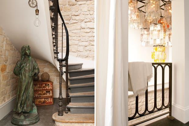 En la escalera caracol se eligió dejar la pared sin revoque hasta la mitad para aprovechar su textura y ganar otro plus de calidez y personalidad..