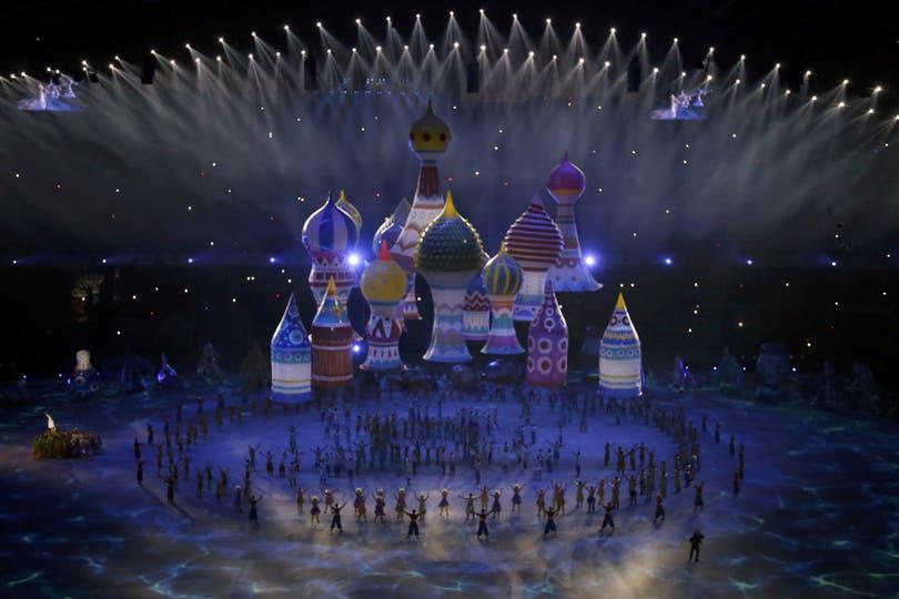 Con la ceremonia inaugural, comenzaron oficialmente hoy los XXII Juegos Olímpicos de Invierno en Sochi, Rusia. Unos 3000 artistas participaron en el ''show'', de dos horas y media de duración. Son los Juegos de invierno más caros de la historia (50.000 millones de dólares). Foto: AP, AFP, EFE y Reuters