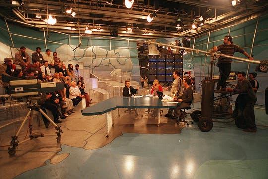 Estudio País se realizó bajo el concepto de transmitir noticias y difundir lugares de las provincias de la Argentina (07/08/2000). Foto: Archivo