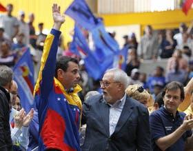 Capriles, junto al dirigente opositor Ramón Aveledo, en una de sus últimas apariciones