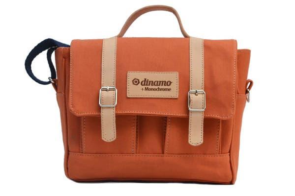Los bolsos de Dinamo diseñados para Monochrome vienen en diferentes colores. Cuestan $450. Foto: Gentileza Dinamo