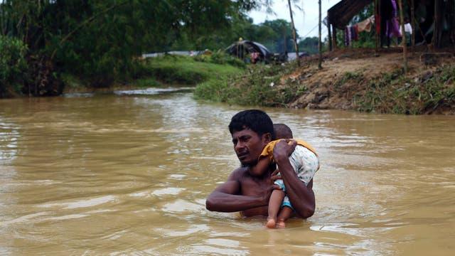A diario las personas mueren ahogadas intentando cruzar peligrosos ríos con fuertes correntadas