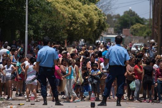 Una vez solucionado el conflicto, los policías volvieron a las calles. Foto: LA NACION / Diego Lima