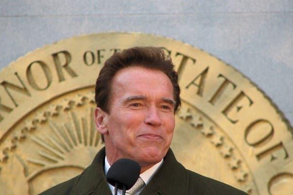 Arnold Schwarzenegger habla en un acto en Sacramento, California
