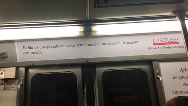 Uno de los anuncios en el subte de la ciudad de México