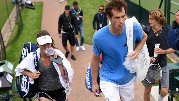 Murray tuvo que pasar por los controles con su raquetero
