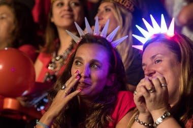Muchas fans vistieron de rojo como una manera de mostrarle su pasión al artista mexicano
