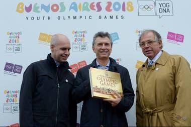 Werthein junto a Horacio Rodríguez Larreta, el jefe del gobierno porteño, y Mauricio Macri, el presidente argentino, en los Juegos Olímpicos de la Juventud Buenos Aires 2018.