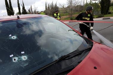 Según el servicio de emergencias de Israel, los heridos eran dos hombres de 35 y 20 años