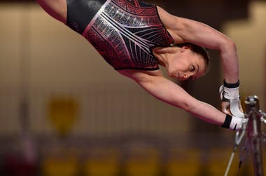 La atleta Elizabeth Black de Canada entrenando