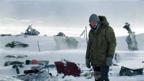 Liam Neeson encarna a un operario de una refinería en Alaska que deberá hacer frente a una jauría de lobos