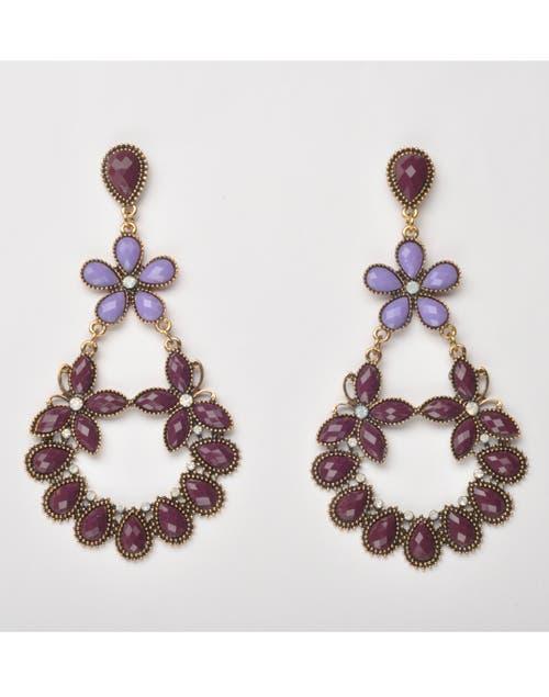 Aros colgantes Luna Garzon, $198. Foto: Juana Mauri. Producción Violeta Mauri.