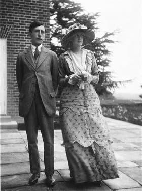 Con el crítico Leonard Woolf, poco antes de casarseque