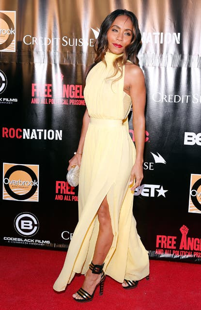Jada Pinkett Smith fue a la premiere de Free Angela and All Political Prisoners en Nueva York con un vestido amarillo.  Foto:  / Getty