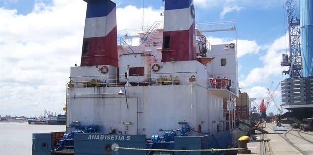 El Anabisetia S, uno de los buques de la flota de Vessel