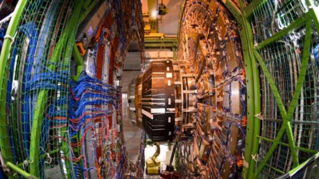 CMS (foto) es uno de los detectores que están a la caza de nuevas partículas en el LHC