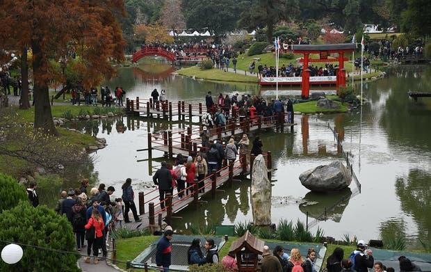 Miles de personas recorrieron el pintoresco predio del Jardín Japonés