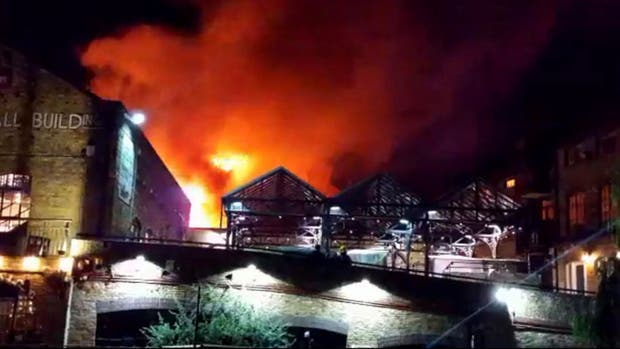 Incendio en el mercado Camden Lock de Londres