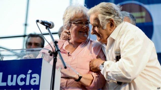 Lucía Topolansky, senadora y esposa de Mujica, es la que sigue en la línea de sucesión