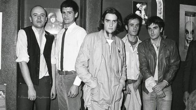 Segunda alineación de la banda argentina de rock Sumo. De izquierda a derecha, Luca Prodan, Alejandro Sokol, Roberto Pettinato, Germán Daffunchio y Diego Arnedo