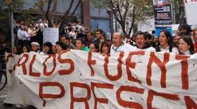 La cabecera de la marcha que protestó frente a la Casa de Gobierno