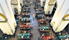 San Pedro Telmo, en Humberto I y Defensa, fue una de las cinco parroquias que ofrecieron almuerzos