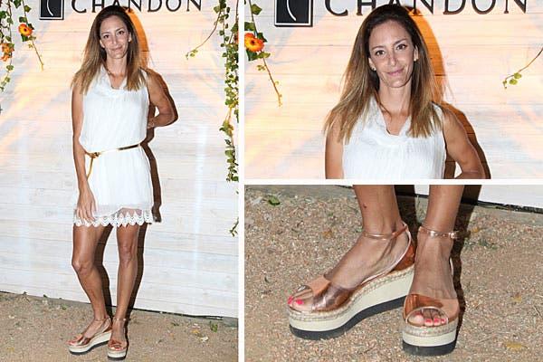 Luciana Aymar también estuvo en la fiesta de Chandon. Su outfit blanco consisitió en un vestido corto de gasa y sandalias con plataformas en color cobre. El detalle de color, en las uñas. Foto: Feedback PR