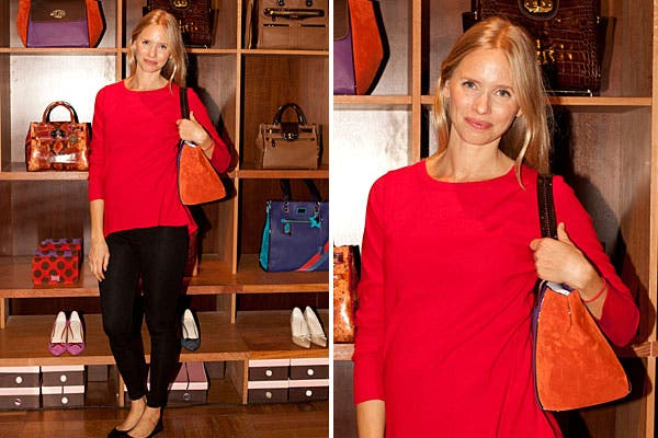 Con un estilo simple, donde combinó prendas en rojo y negro, Carola del Bianco también pasó por el local de Jackie Smith. Foto: Mass Grupo PR