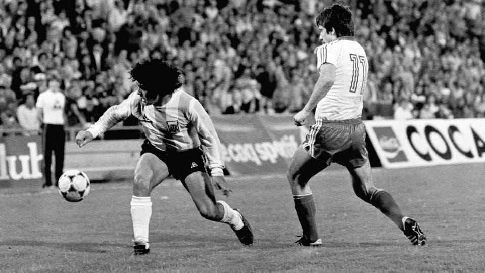 5-5-1982: otro amistoso contra Bulgaria: 2 a 1 en el Monumental. Foto: LA NACION