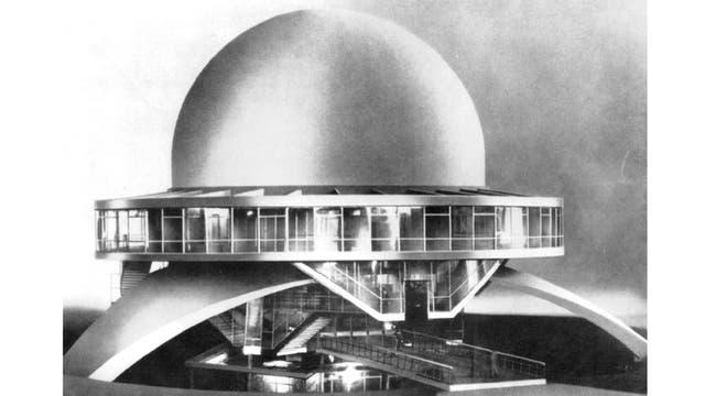 Tiene una cúpula de 20 metros de diámetro, la más grande de todos los planetarios de la Argentina. También hay edificios similares en Rosario, La Plata, Malargüe y La Punta, entre otras ciudades. Al menos la mitad de los visitantes del Galileo Galilei son alumnos de escuelas primarias y secundarias.