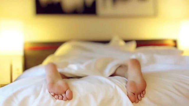 En la noche la gente suele sudar menos, lo que le da más tiempo a los desodorantes para actuar