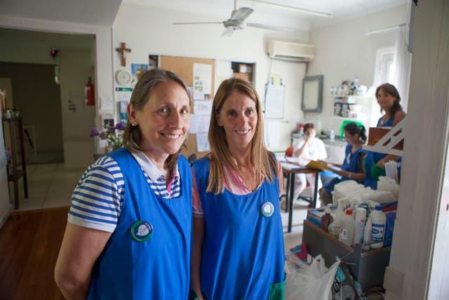Pilar Vallilengua y Socorro Ham, voluntarias del hospice San Camilo.