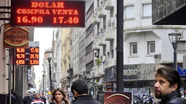 El dólar cotizó ayer a $17,40