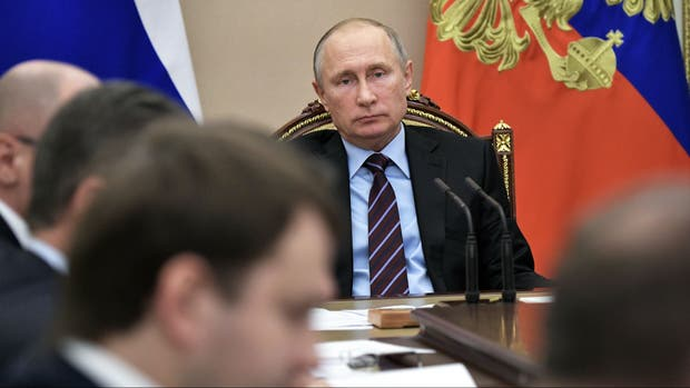 Vladimir Putin y su gabinete, reunidos en el Kremlin