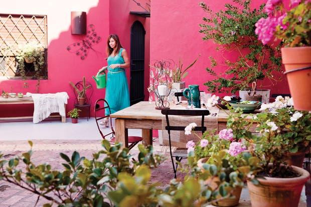 Dos propuestas con ideas para decorar un patio antiguo   living ...