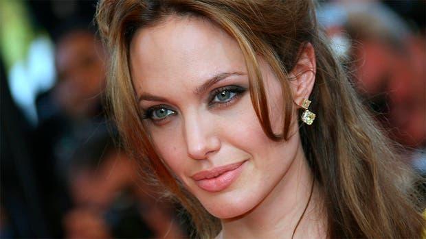 Angelina Jolie se muda con sus hijos cerca de Brad Pitt